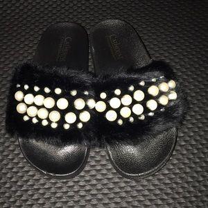 NWT Catherine Malandrino faux fur pearls slippers